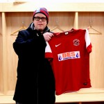 2012_16 - Jocke Lander med Fleetwood Towns snygga trja